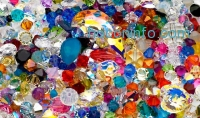 ihocon: 50.00 CTTW Assortment of Loose Swarovski Crystals