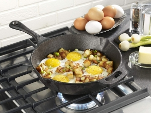 ihocon: T-fal E83405 Pre-Seasoned Nonstick Cast Iron Skillet, 10.25吋 不粘鑄鐵鍋