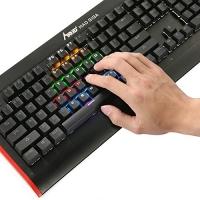 ihocon: MAD GIGA Mechanical Gaming Keyboard 機械遊戲鍵盤