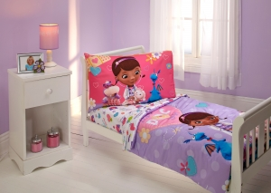 ihocon: Disney Doc McStuffin The Doc Is In 4 Piece Toddler Bed Set 幼兒床單被子組