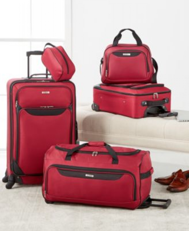 ihocon: Tag Springfield III 5-Pc. Luggage Set 行李箱組
