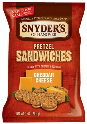 ihocon: Snyder's of Hanover Pretzel Sandwiches, Cheddar Cheese, Single-Serve 1 Ounce, 30 Count 起士三明治餅乾