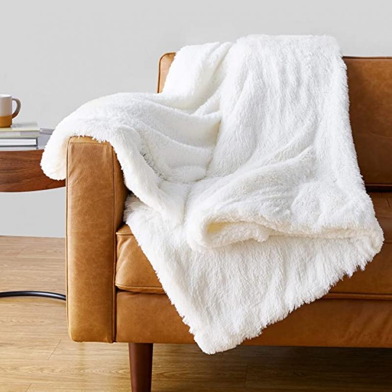 ihocon: Amazon Basics Shaggy Long Fur Faux Fur Sherpa Throw Blanket, 50x60 蓋毯